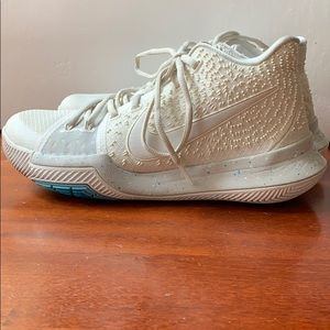Nike Kylie 3 Ivory 852395 - size 7m